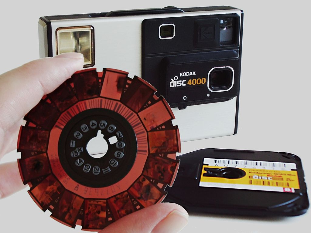 1024px-camera_kodak_disc_4000_with_disc_film